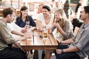 03-friends-drinking-main