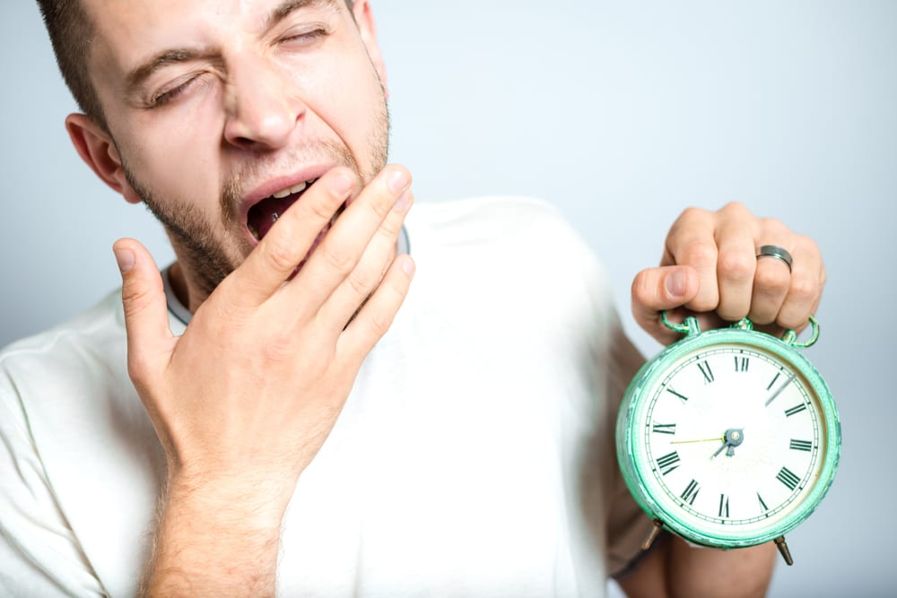 10 Very Funny Ways to Wake Up Someone From Deep Sleep - Listaka