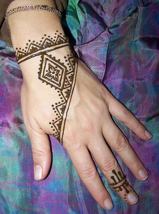 30+ Easy Henna Mehndi Designs that you can Draw yourself - Listaka Peacock Pattern Outline