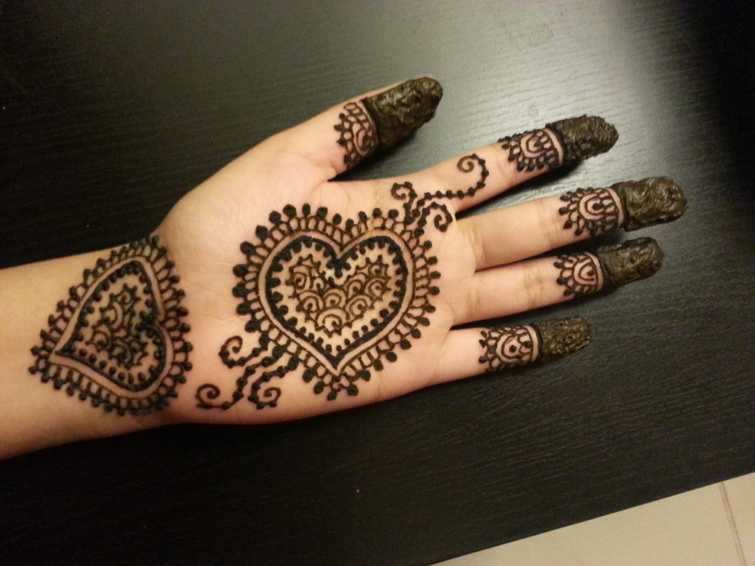 30+ Easy Henna Mehndi Designs that you can Draw yourself
