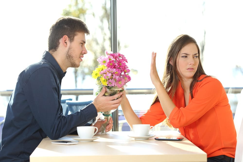 10 Signs that tell you to Dump your Girlfriend Immediately