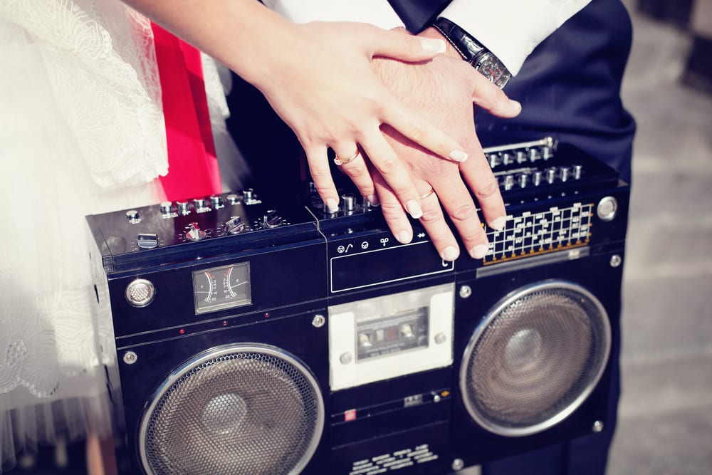 Best Tips for A wedding on a Budget: borrow stereo tools