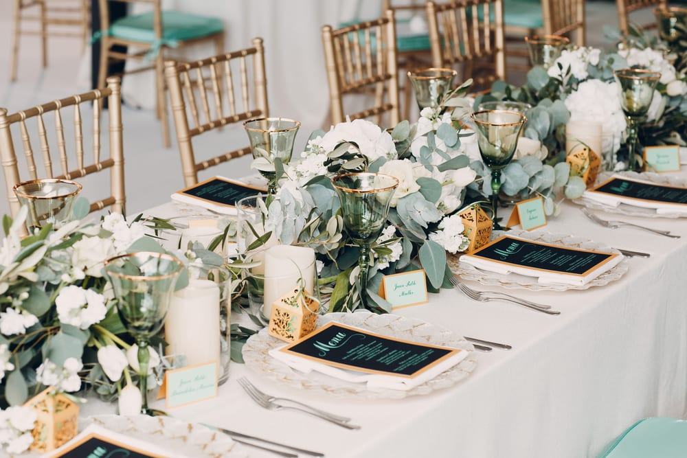 Best Tips for A wedding on a Budget: present cards