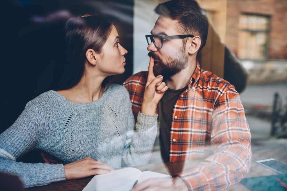Signs She Doesn't Love You Anymore