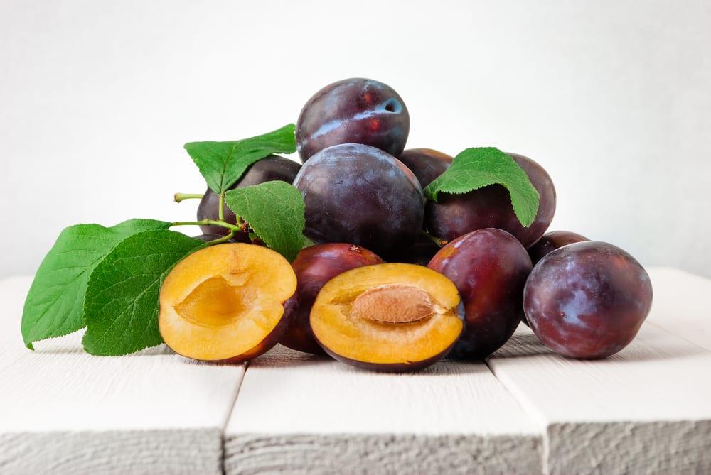Low Sugar Fruits - plums