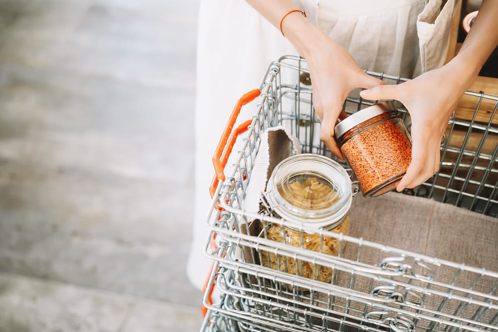 Tips for a zero-waste living - buy mostly in bulk