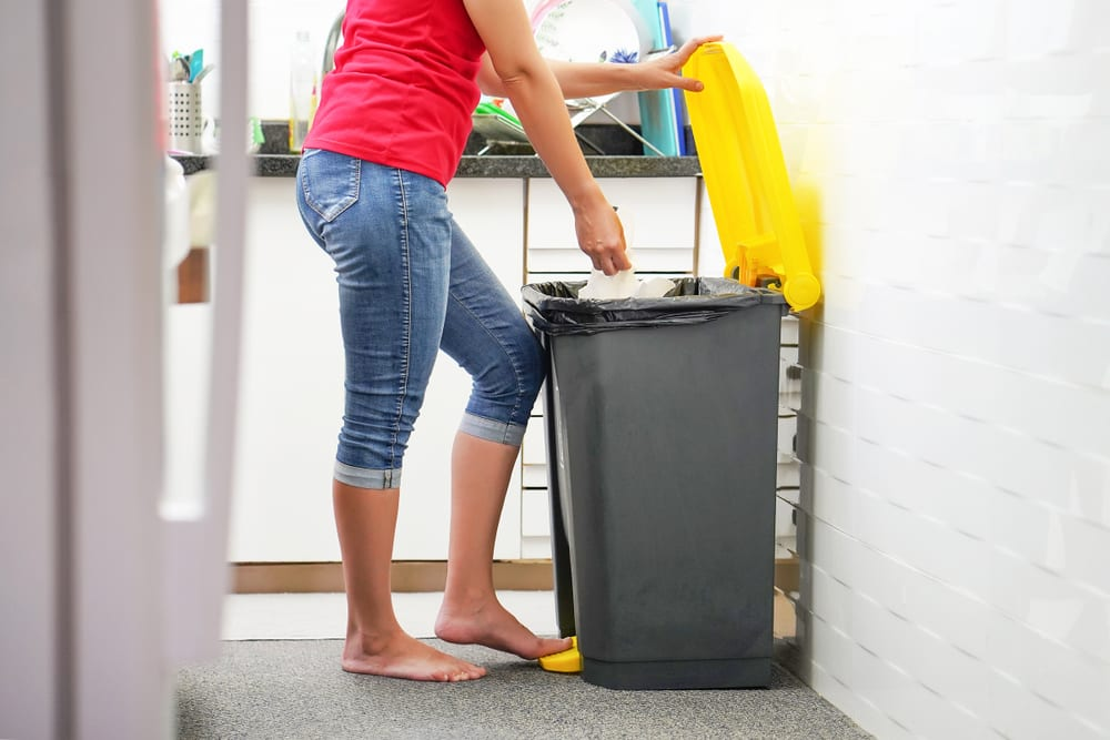 Tips for a zero-waste living - Turn one big compost receptacle into your home kitchen trash can